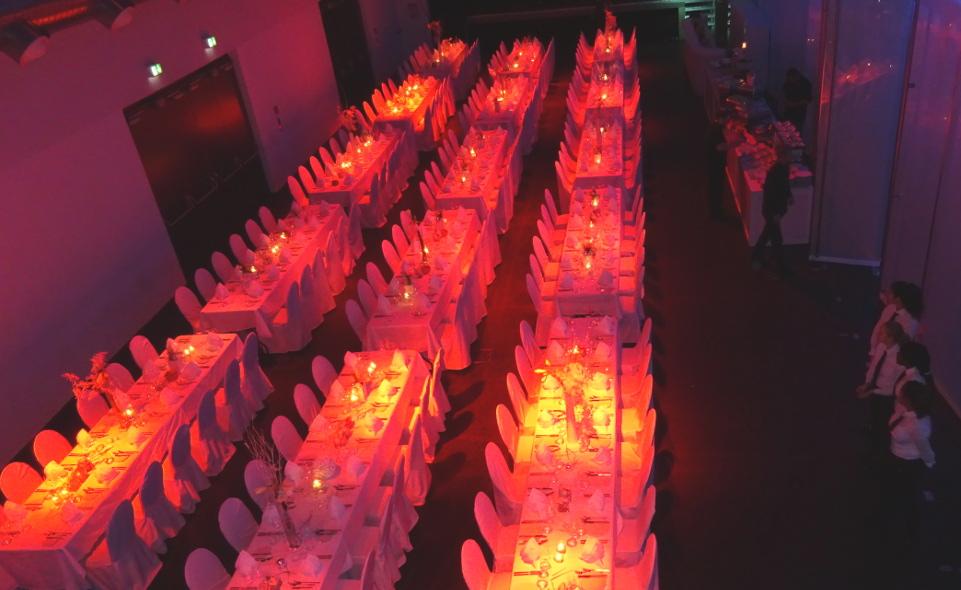 Impression Tischordnung und Lichtspiel